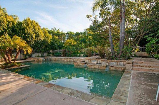 Luxury-Backyard-Pool
